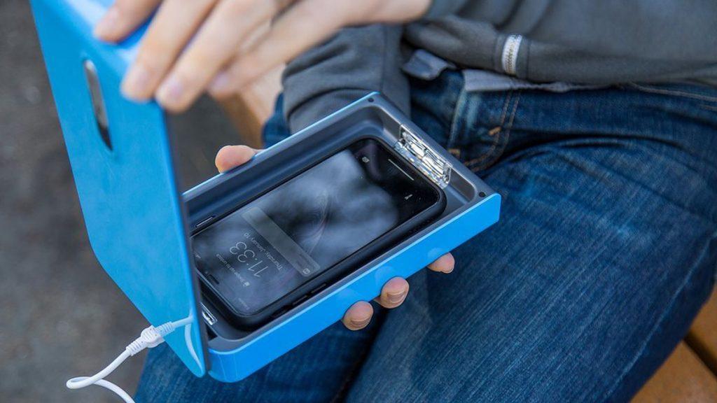 Smart phone sanitizer
